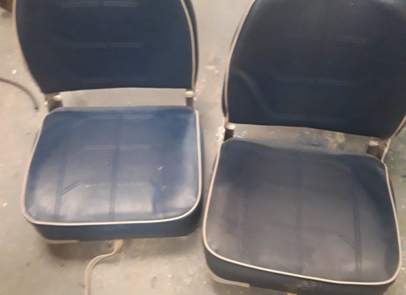 2 x seats with swivel bases